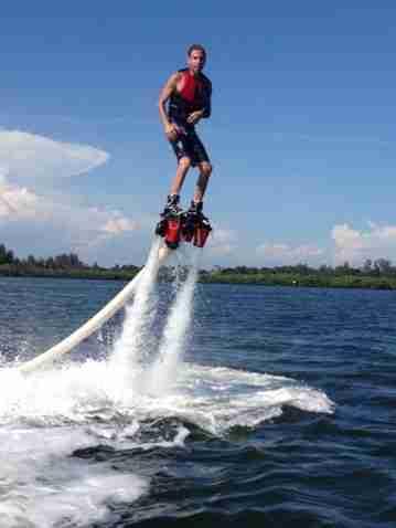 De Vlaamse Waterweg foto flyboarding Bron: Topgunflyboards.com